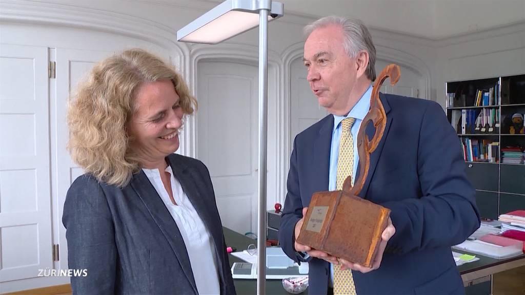 Karin Rykart gewinnt Schmähpreis für Hunde-Zonen-Plan