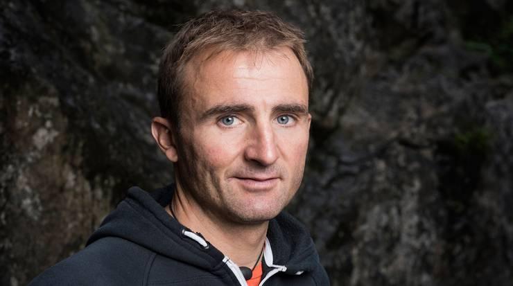 30. April: Der Schweizer Extrembergsteiger Ueli Steck stürzt an Nuptse im Himalaya mit 40 Jahren in den Tod.
