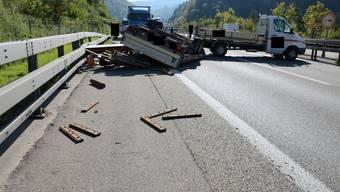 Selbstunfall A2 Lieferwagen mit Anhänger