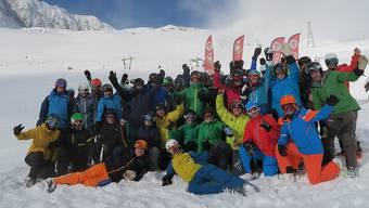 Beste Schnee- und Stimmungsverhältnisse: Gruppenbild der Lagerteilnehmerinnen und -teilnehmer.