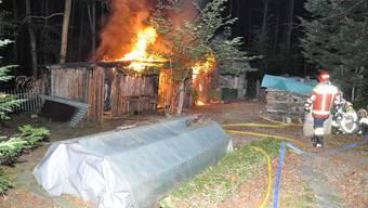 Holzscheune brennt in Hochwald wegen eines technischen Defekts ab.