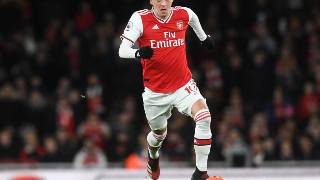 Mesut Özil darf vorerst nicht in der Premier League spielen