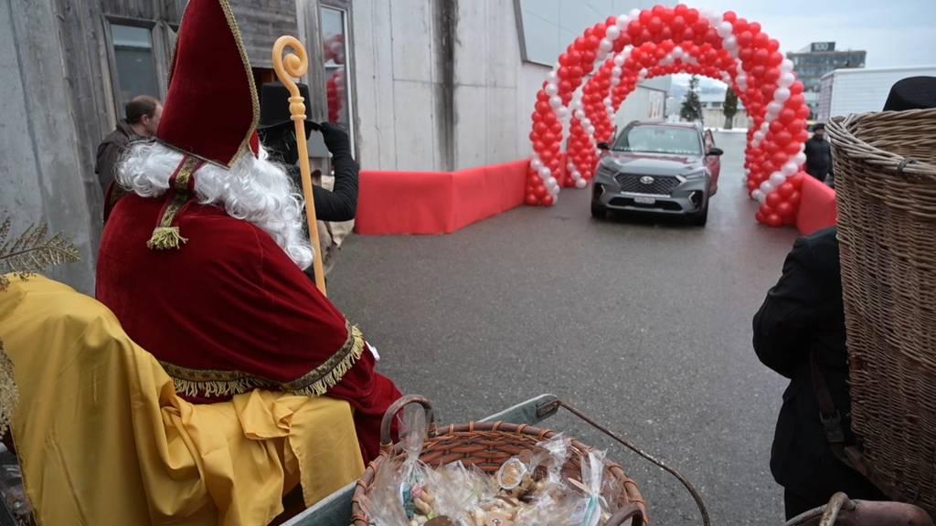 Innovative Corona-Idee: Nikolaus Drive-in in Freiburg