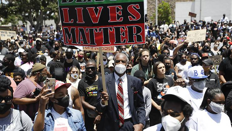Der Tod des Afroamerikaners George Floyd löste in den ganzen USA Proteste aus. (Foto: Marcio Jose Sanchez / AP/KEYSTONE-SDA)