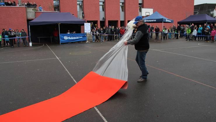 Thomas Körkel rollt den roten Teppich aus