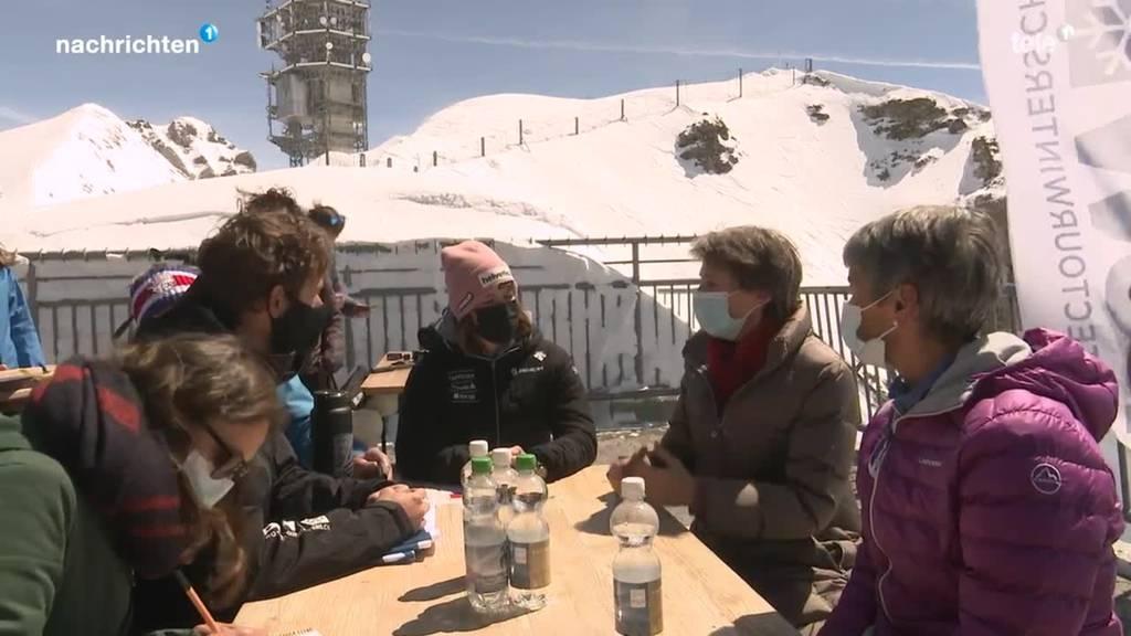 Bundesrätin Sommaruga besucht den Titlis-Gletscher
