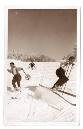 Mit den Skiern den Hügel hinab - Skifahren auf dem Weissenstein.