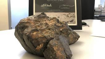 """Für den fast 5,5 Kilogramm schweren Mondmeteoriten namens """"Mondpuzzle"""" hat nach Angaben des Auktionshauses RR Auction ein Käufer mehr als 600'000 US-Dollar geboten."""