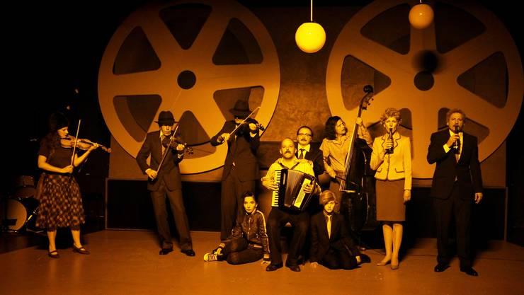 «Unsere Geheimnisse» offenbarte auch das: Die hervorragenden Schauspieler der Truppe Béla Pintérs sind zugleich gute Musiker.