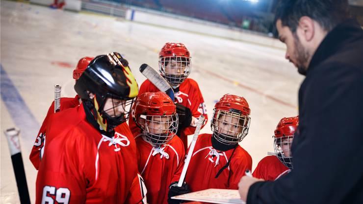 Es wird immer schwieriger, Begeisterte zu finden, die für Sportvereine ehrenamtlich tätig sein wollen. Trainer im Jugendbereich investieren für ihre Schützlinge mehrere Stunden pro Woche.