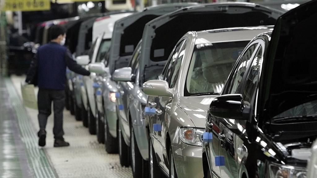 In der Hyundai-Fabrik im südkoreanischen Asan fehlt es an Computer-Chips. Der Autobauer stellt die Produktion am Montag für zwei Tage ein.(Archivbild)