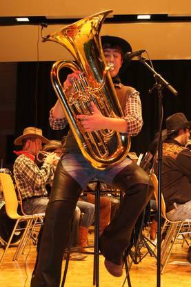 Virtuoser Tubist begeistert das Publikum. Brass Band Berner Oberland.
