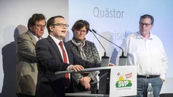 Der neue im Bunde: Parteipräsident Patrick Walder (2. v.l.), hier an der Delegiertenversammlung der SVP Zürich vor zwei Wochen.