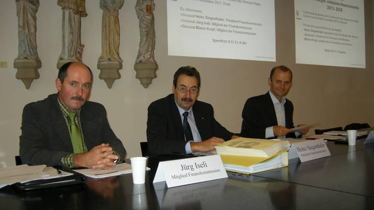 Jürg Iseli, Heinz Siegenthaler und Blaise Kropf (v. l.) erläutern den Fiko-Kompromiss.  uz