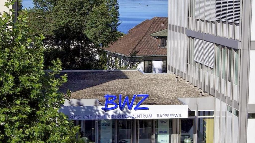 So sieht das heutige Berufs- und Weiterbildungszentrum in Rapperswil aus.