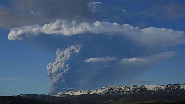 Eine 19 Kilometer hohe Rauchwolke steht über dem VulkanGrimsvötn