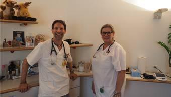 Die Hausärzte Andreas Helg und Susanne Christen betreiben in Frick eine Landarzt-Praxis.