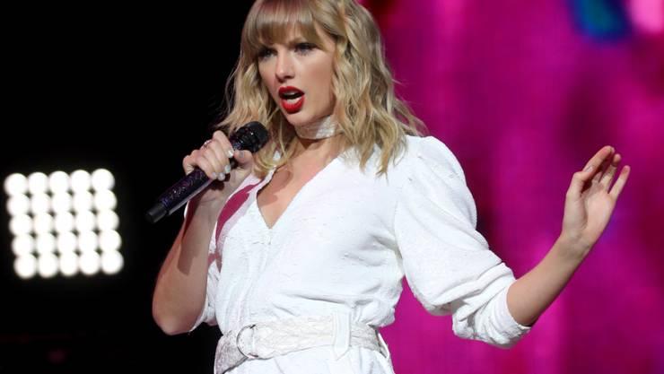 ARCHIV - US-Sängerin Taylor Swift tritt beim Capital's Jingle Bell Ball in der O2 Arena auf. Swift hat kurzfristig eine neue Platte angekündigt. Foto: Isabel Infantes/PA Wire/dpa