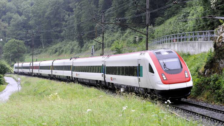 ICN-Neigezug zwischen Duggingen und Grellingen (Symbolbild).