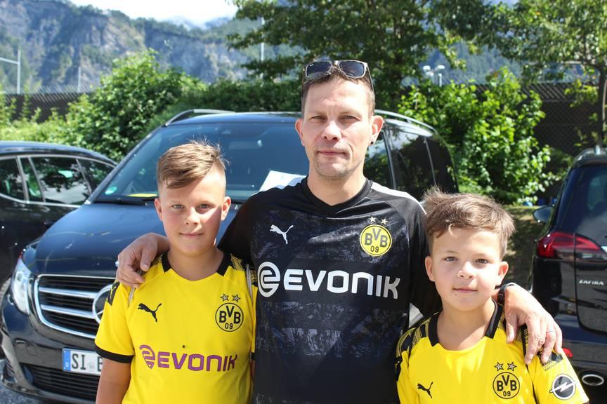 Sohn, Vater und Göttibueb der Familie Hörler sind morgen auch im Kybunpark nah beim BVB. (Bild: FM1Today/Noémie Bont)