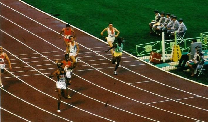 Hans-Ruedi Wiedmer (ganz rechts) im 200-Meter-Viertelfinal an den Olympischen Spielen. Vorne der spätere Olympiasieger und Weltrekordler Tommie Smith (USA).