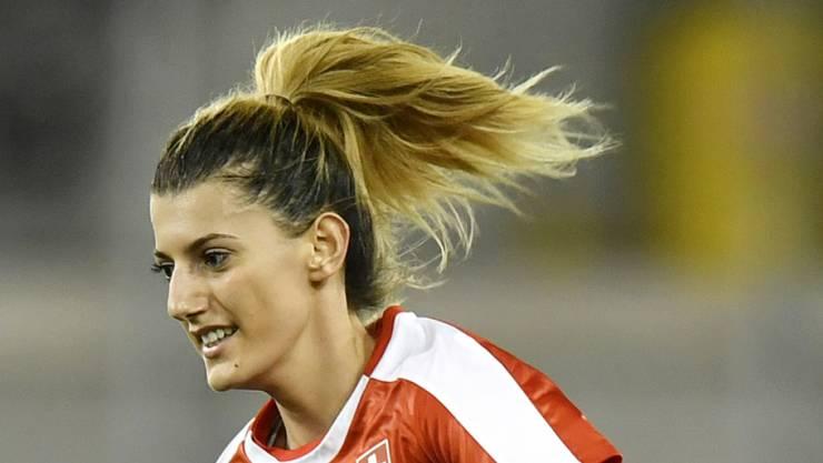 Nach der Schweizer Nationalspielerin Florijana Ismaili wird im Comersee gesucht
