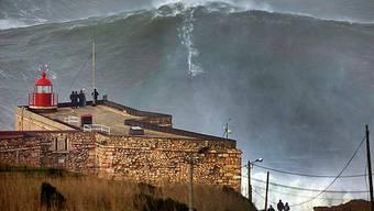 Der Ort Nazaré ist unter Surfern berüchtigt für seine Monsterwellen