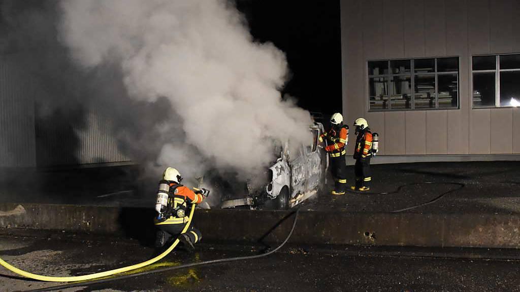 Lieferwagen brennt in Salez zweimal hintereinander