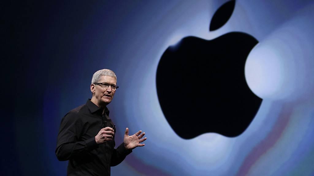 Apple-Konzernchef Tim Cook lanciert einen Mac-Computer mit eigenem Chip. (Archivbild)