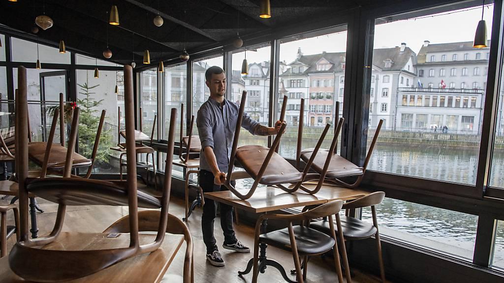 Restaurants im Kanton Luzern dürfen neu als Betriebskantinen öffnen. (Archivbild)