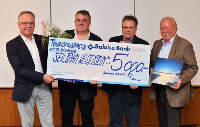 Die Vertreter der Seilbahn Weissenstein AG freuen sich über den Tourismuspreis Kanton Solothurn 2017 (v.l.): Beat Herzig, Verwaltungsrat, Konrad Stuber, Geschäftsführer, Urs Allemann, VR-Präsident, und Rolf Studer, Vizepräsident.