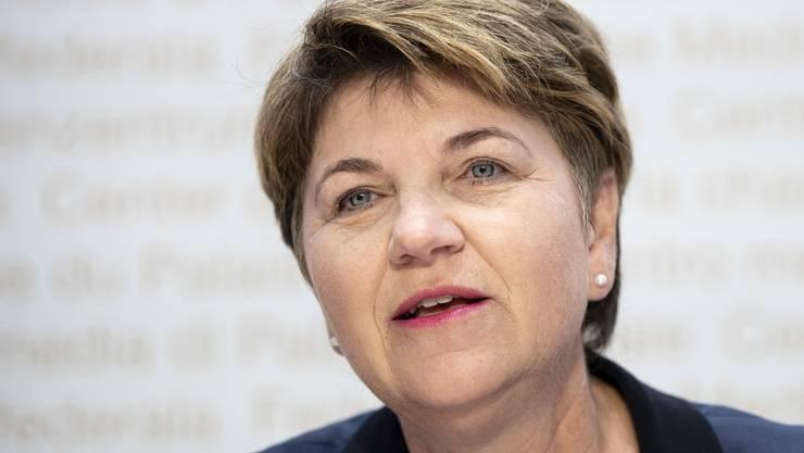 Viola Amherd (CVP). Sie gehört zur «Ja, aber»-Koalition. Vor ihrer Wahl sagte sie, sie befürworte einen Rahmenvertrag. Die Schweiz müsse aber hart bleiben bei flankierenden Massnahmen und Unionsbürgerrichtlinie.