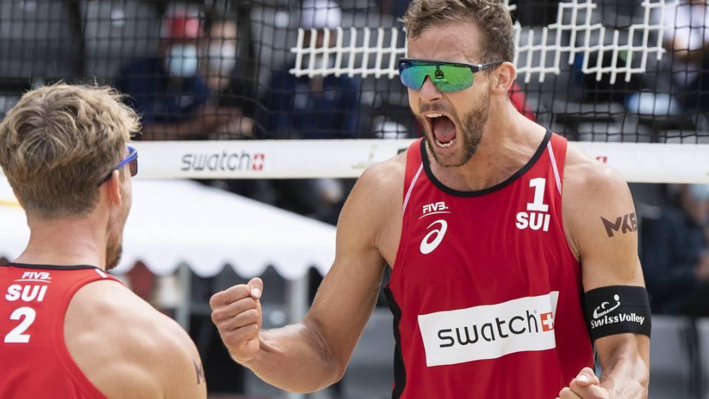 Marco Krattiger (rechts) und Florian Breer jubeln: Sie stehen in Gstaad bereits in den Achtelfinals