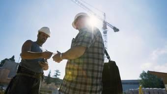 Schwarzarbeit-Kontrolle auf einer Baustelle. (Archiv)