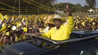 Museveni bei einer Wahlveranstaltung. Er wurde bei der Präsidentschaftswahl mit über 60 Prozent der Stimmen wiedergewählt.
