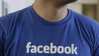 Neu arbeitet die Dargebotene Hand mit Facebook zusammen (Symbolbild)