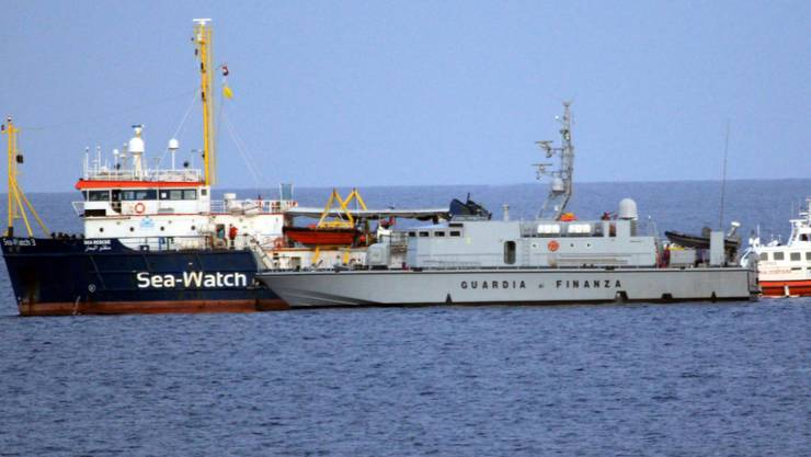 Seit rund zwei Wochen wartet das Rettungsschiff Sea-Watch 3 mit 42 Geflüchteten an Bord vergeblich vor der sizilianischen Insel Lampedusa auf eine italienische Einfahrtserlaubnis. (Archivbild)