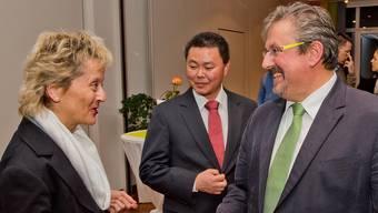 Bundesrätin Eveline Widmer-Schlumpf wird begrüsst von GLP-Nationalrat Beat Flach und GLP-Stadtpräsident Sandro Stamm (Mitte).