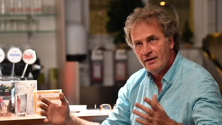 Alex Capus bei seinem Auftritt am Müsterli-Abend im Café Grogg.