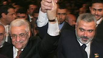 Abbas (l.) von der Fatah und Hamas-Chef Hanija