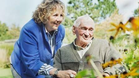 Angehörige zu betreuen und zu pflegen ist eine anspruchsvolle Aufgabe. In unserer Schulungsreihe vermitteln wir kompetent, fachkundige sowie praxisorientierte Inhalte und bestärken die Angehörigen in ihrer Tätigkeit.