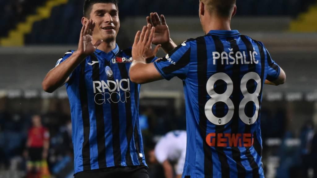 Atalanta Bergamo gegen Brescia in Torlaune: Dreifachtorschütze Marko Pasalic klatscht mit Ruslan Malinowski ab