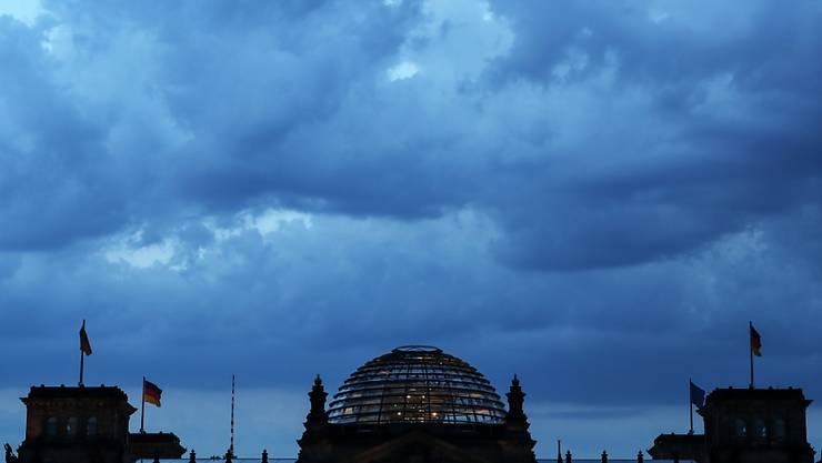Die Unionsparteien in Deutschland haben ihren Vorsprung in den Wählergunst bei den Deutschen laut einer neuesten Umfrage weiter ausgebaut. (Archivbild Reichstag)