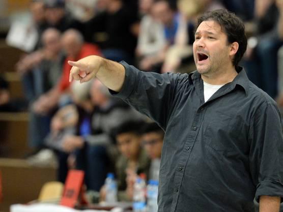 Starwings Trainer Roland Pavlovski hält es nicht mehr auf der Bank