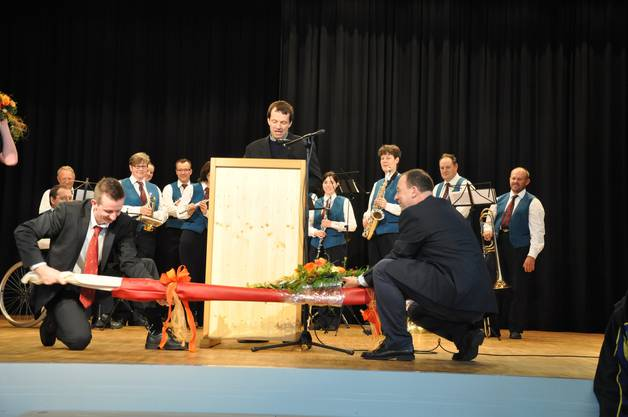 Dorf-Pfarrer Stefan Kemmler sprach den Segen