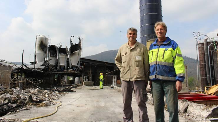 Roland Nussbaum (rechts) und Betriebspartner Martin Hächler treiben den Wiederaufbau der Scheune voran.