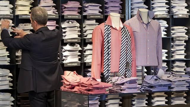 Vor allem Kleider sind in der Schweiz gegenüber dem Ausland zu teuer (Archiv)