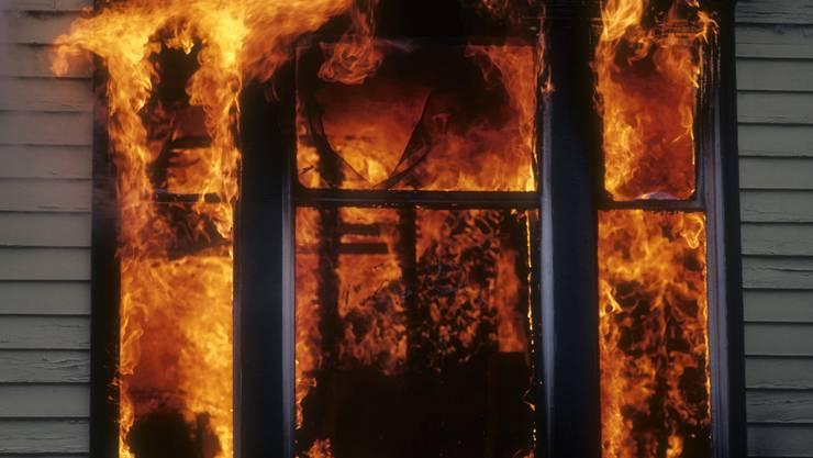 Die Gebäudeversicherung ist auch für Brände zuständig. (Symbolbild)
