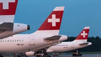 Noch immer steht der Grossteil der Swiss-Flotte am Boden. Zumindest an Weihnachten operiert die Airline mit einer Kapazität von 35 Prozent gegenüber dem Vor-Corona-Niveau.
