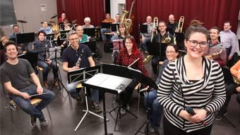Petra Wydler (vorne) mit der Musikgesellschaft Othmarsingen.